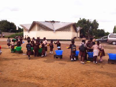 公衆生成のセミナーを受ける小学校