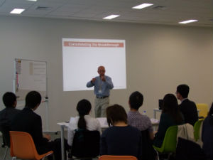 Stuart Rutherford 教授によるマイクロファイナンス講義