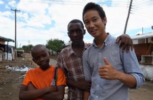 ザンビアの子どもと学生インターン