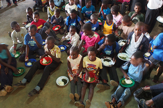 BSNPの子どもたちの給食風景