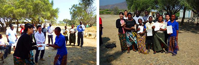 左写真:AFF研修修了証書授与中の様子、右写真:ボランティアとの集合写真