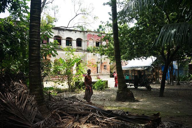 移動式売店と古い建物