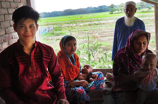村の人達と記念撮影