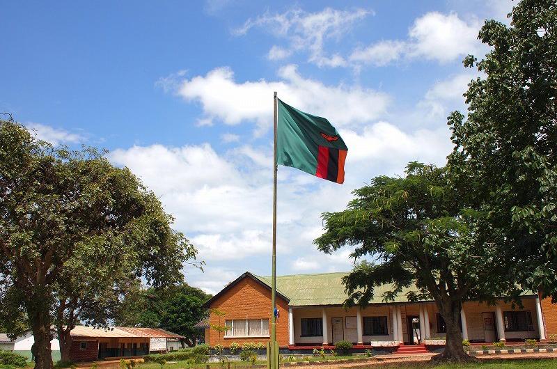 ザンビア国旗と建物