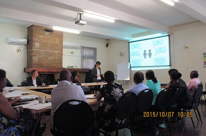 効果測定報告会での発表の様子