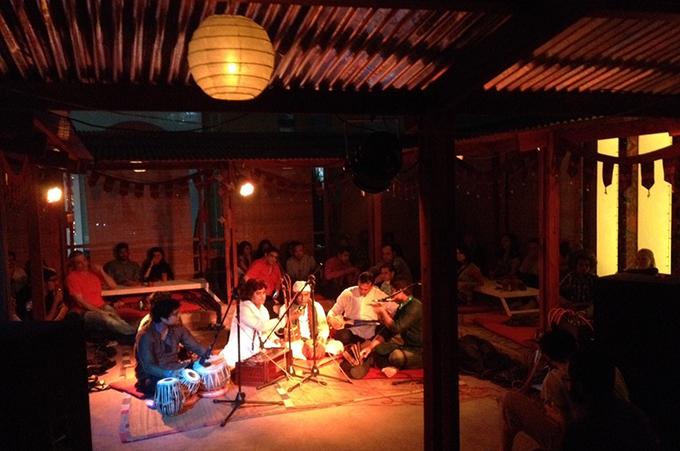 バングラ民族音楽の生ライブイベントの様子
