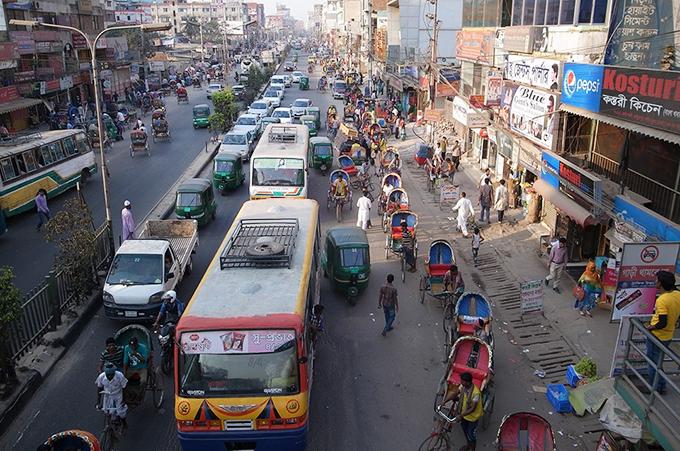 ダッカ市内 車の渋滞の様子